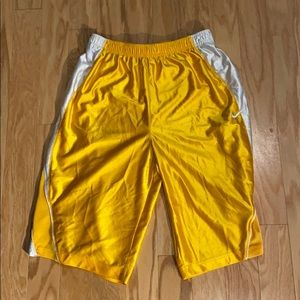 Nike Men's exercise shorts in yellow size XL